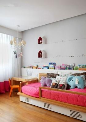 舒适可爱白色简约风格儿童房装饰图