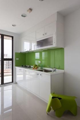 清爽简约绿色厨房橱柜装潢设计图
