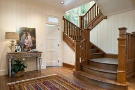 褐色美式风格别墅楼梯装潢
