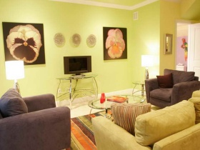 绿色简约风格客厅背景墙装饰设计图片