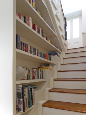 米色美式风格楼梯书柜效果图欣赏