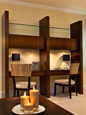 褐色东南亚风格书房装修图