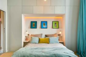 温馨唯美米色宜家卧室照片墙美图欣赏