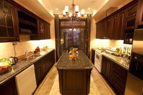 欧式黑色奢华厨房装潢