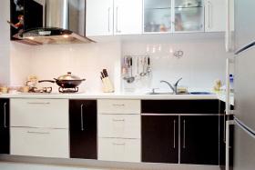 白色现代时尚厨房橱柜设计欣赏