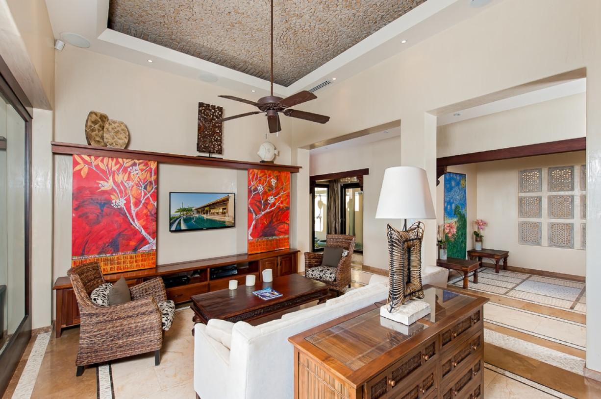 多彩混搭客厅背景墙装修案例