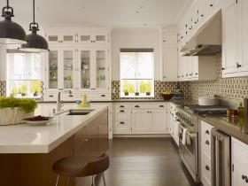白色简欧厨房橱柜装潢