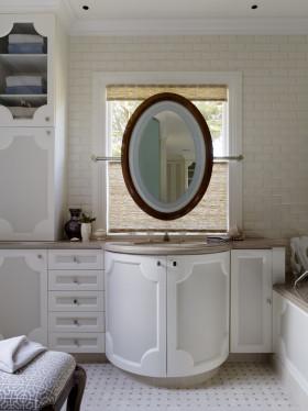 白色简欧风格卫生间浴室柜设计装潢