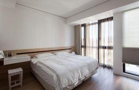 白色现代风格窗帘装潢案例