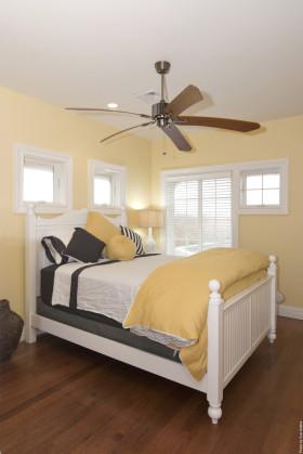 简约风格温馨黄色卧室图片赏析