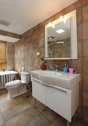 现代风格米色卫生间浴室柜图片欣赏
