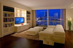 现代米色客厅背景墙装修图