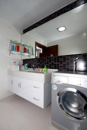 白色时尚现代风格卫生间装潢设计美图