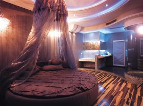 紫色浪漫现代风格卧室床幔设计图