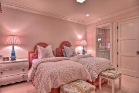 美式浪漫粉色卧室装饰图