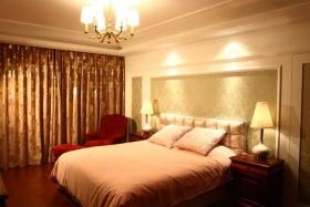 新古典风格红色卧室设计图片