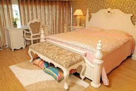 美式风格粉色卧室装修布置图