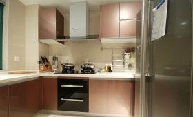 米色现代风格厨房橱柜设计图片