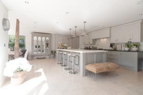 2016欧式风格厨房吧台欣赏