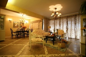 美式黄色梦幻客厅飘窗装潢设计图