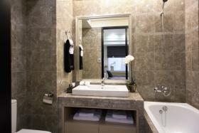 现代风格灰色时尚卫生间装修效果图片