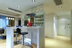 白色现代客厅隔断装潢设计