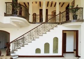 欧式浪漫米色楼梯装修案例