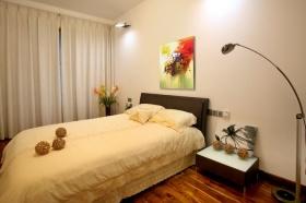 温馨米色现代卧室效果图赏析