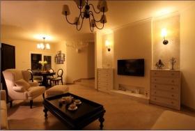 温馨黄色欧式客厅背景墙装修设计