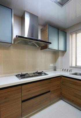 简约风格时尚白色厨房橱柜装饰设计图片
