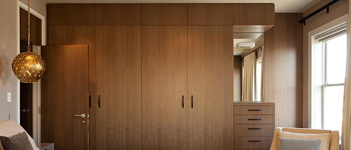 木工制作 木工打衣柜的价格包括各种费用,总价其实不低。 另外,现在好的木工实在是比较难找,一般木工的设计水平有限。