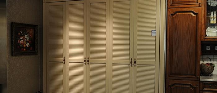 整体定制衣柜 整体定制衣柜的价格因品牌、板材的不同而不同