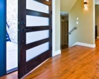 你家是先装地板还是先装门?