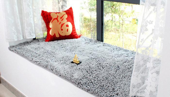 雪尼尔柔和舒适,但也吸尘,不过比羊毛垫要容易清理一点。