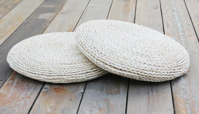 也有人用草垫作为飘窗垫。这种飘窗垫易清洗、便于打理,但使用寿命比较短。