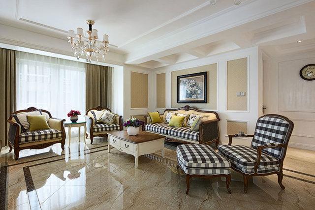 客厅黑金花地脚线完美点缀了地砖,凸显了高贵气质。