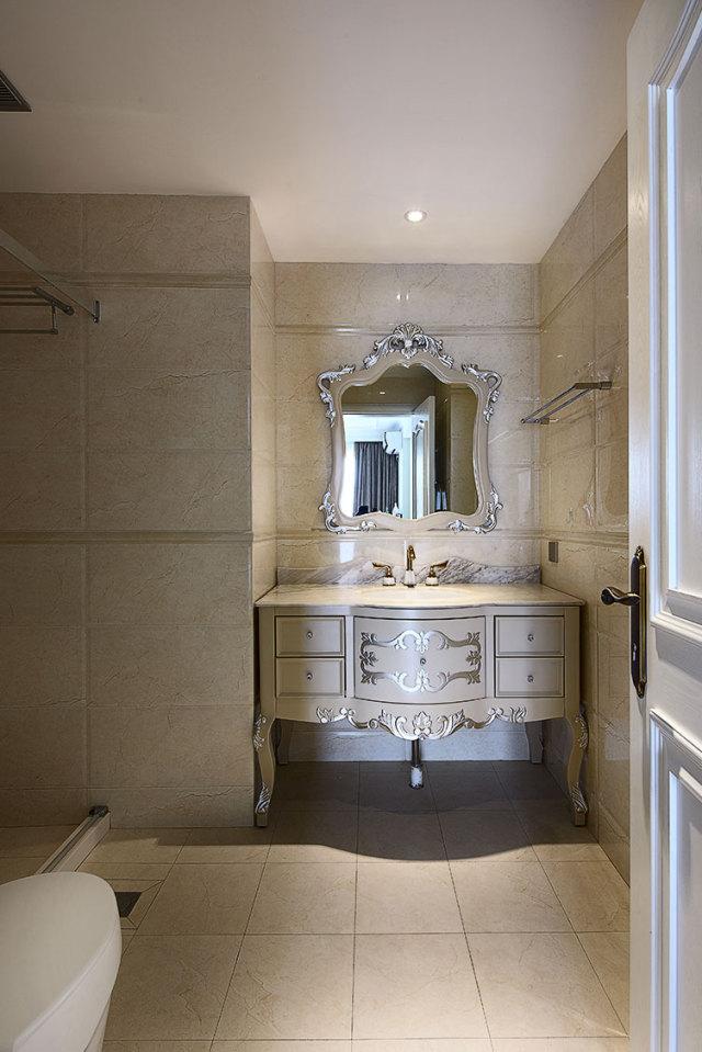 浴室柜精致却不浮夸,尤其喜欢。