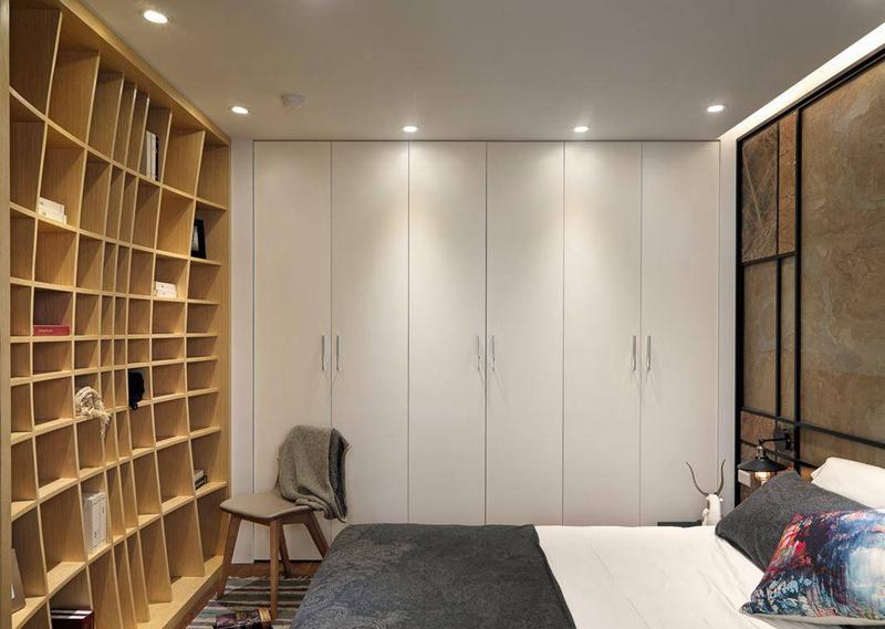 8 球形概念发展的书墙设计,搭配上陶烤质感衣柜,前卫着私密体验.