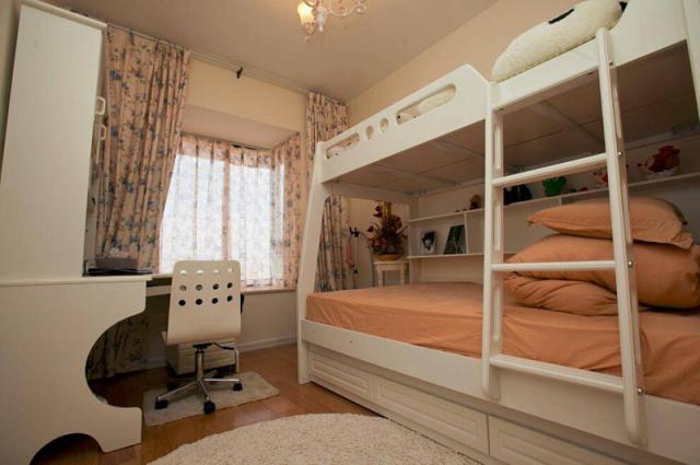 高低铺是很多家庭的儿童房标配。