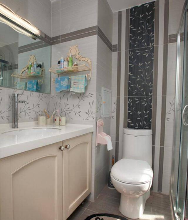 卫生间的设置也继承了客厅和厨房的温暖感觉。
