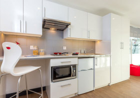 现代简约白色厨房实景
