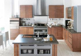 现代原木岛型厨房效果图
