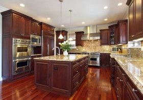 美式红木岛型厨房欣赏