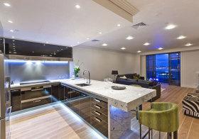 现代简约吧台厨房设计