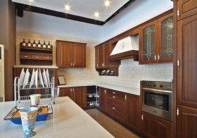 美式复古木色岛型厨房实景