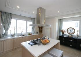 美式浅色岛型厨房设计
