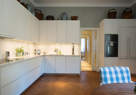 现代纯白色厨房实景