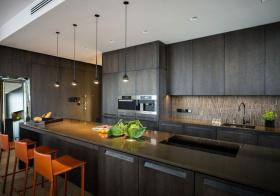 混搭U型厨房设计