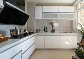 现代简洁厨房实景
