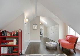 美式红沙发阁楼欣赏